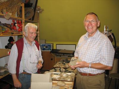 Ein Grund zur Freude für die Fachleute - der versteinerte Knochen eines Plesiosaurus