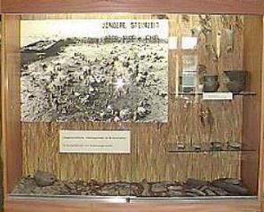 Vitrine der Funde im Brennermoor